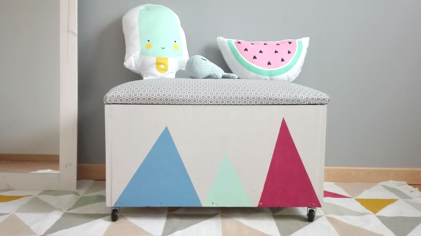 diy brico un coffre jouets truc tricks. Black Bedroom Furniture Sets. Home Design Ideas
