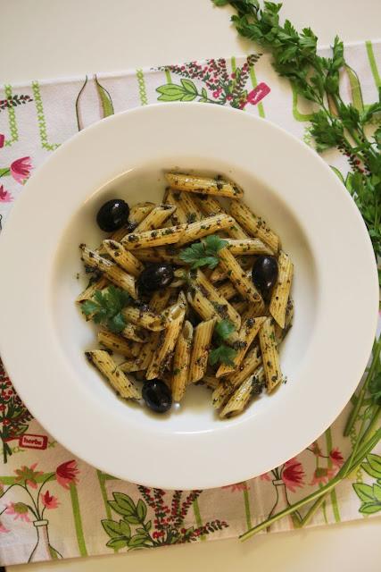 pesto-z-czarnych-oliwek