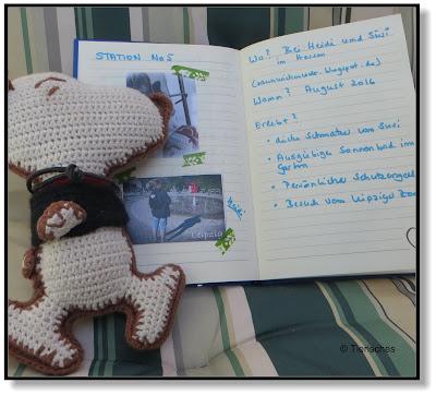 Snoopy liest aus seinem Reisetagebuch vor