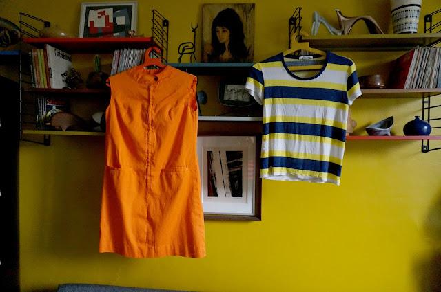 une mini robe des années 60 70 et un t-shirt actuel  60s 70s orange mini dress , Lacoste striped tee