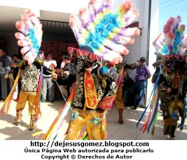 Folclore: Danza peruana en fiesta patronal. Foto de danza tomada por Jesus Gómez