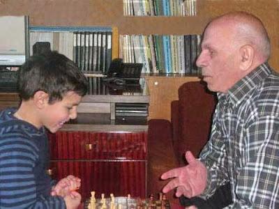 Iuri Akobia con su nieto David