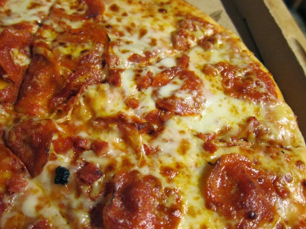 The Result Looks A Bit Like A Little Caesars Pizza And Falls Somewhere Between Pizza Chain Pizza And Frozen Pizza