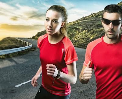 jóvenes runners con ropa de running