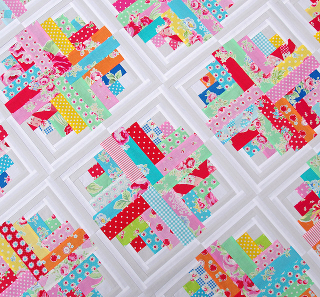 Red Pepper Quilts: Flower Sugar and a Curvy Log Cabin Quilt