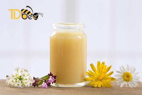 Da Mụn Có Nên Dùng Sữa Ong Chúa Hay Không?