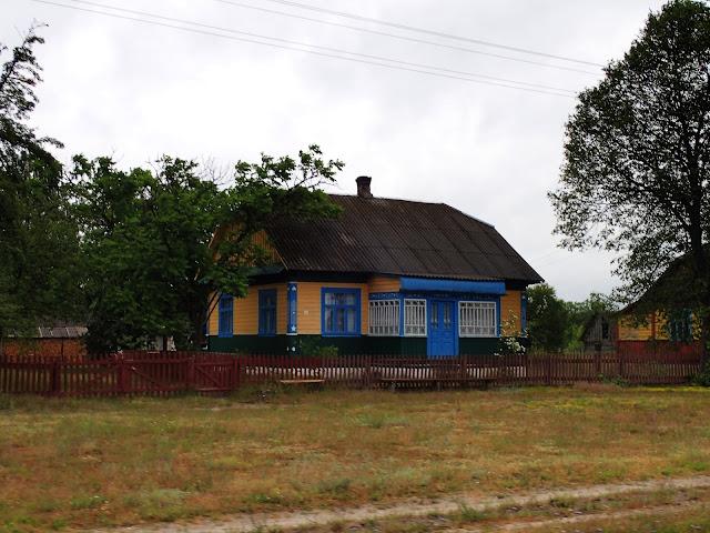 Żółto-niebieski domek obowiązkowy