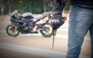 Seorang Pencuri Motor Tewas Diamuk Massa