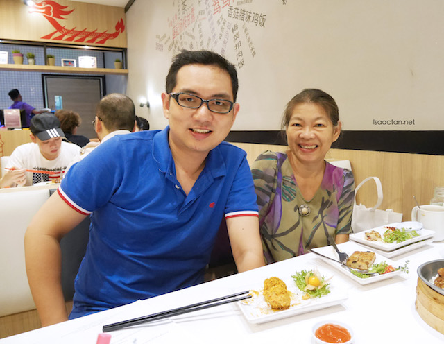 With dear mum at Hong Kong Sheng Kee Dessert
