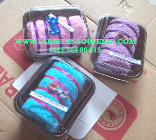 towel rolling sweet cake