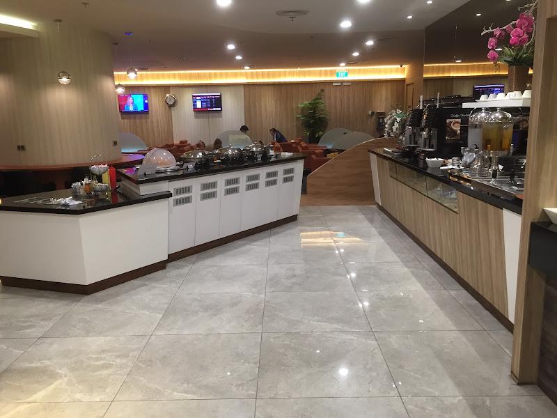 シンガポール・チャンギ国際空港のJAL指定ラウンジ「SATS Premier Club Lounge」のフードエリア
