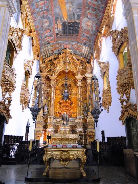 Altar-Mor folheado à ouro do Mosteiro de São Bento