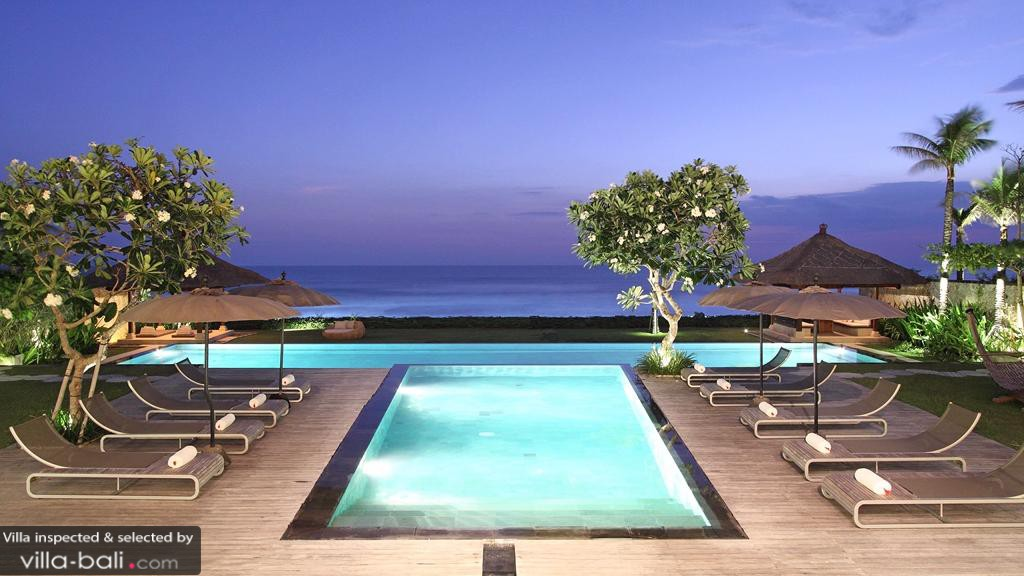 Luxurious Balinese Villa Infinity Pool Ocean Views