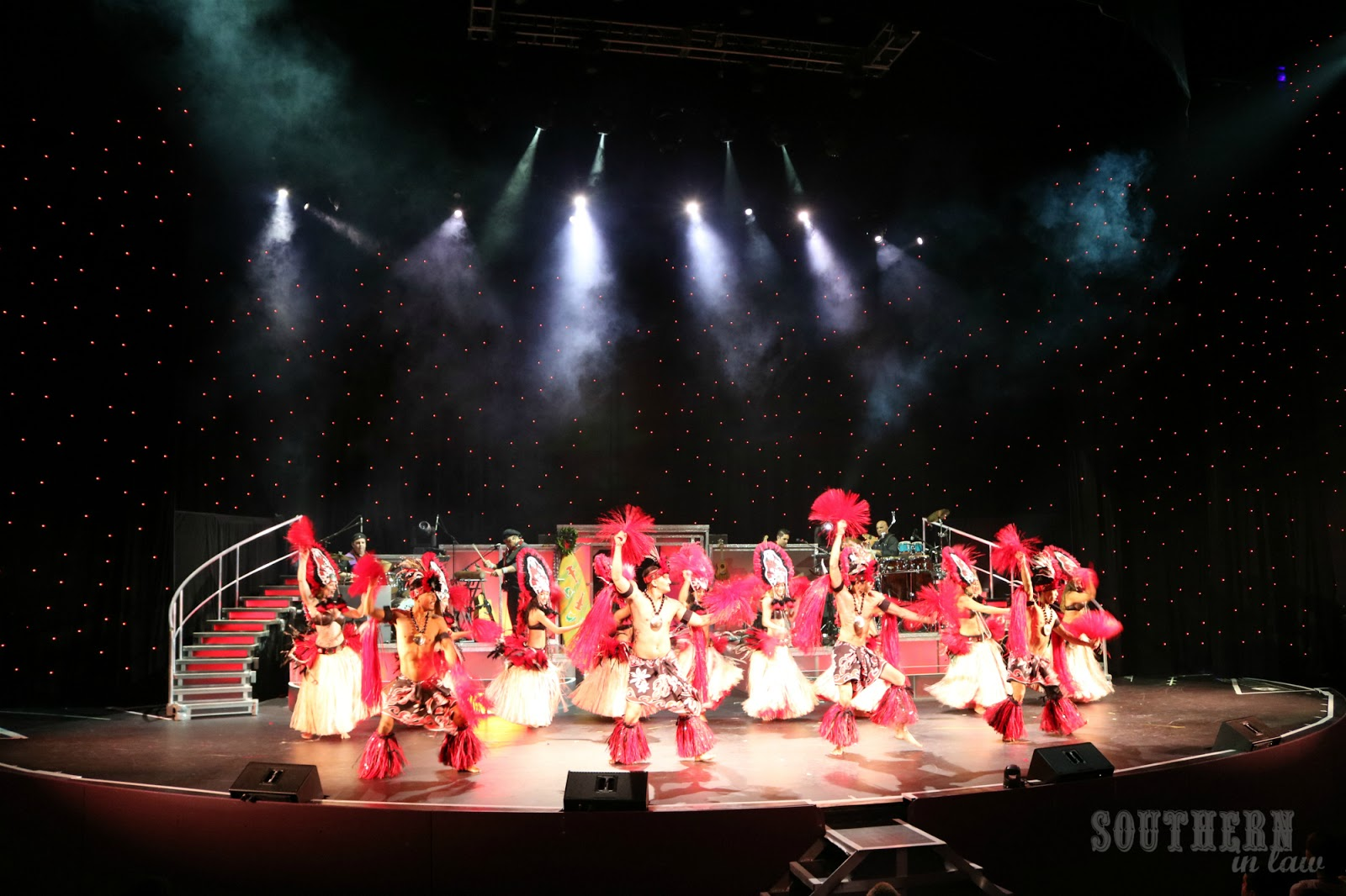Southern In Law: SIL in Hawaii: Music and Magic - Two Must