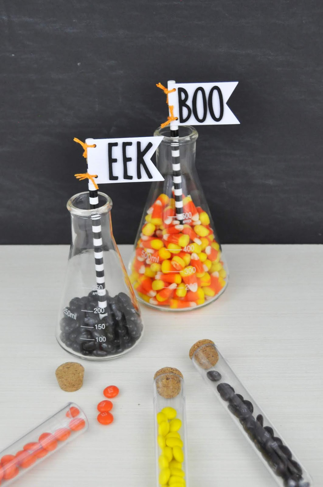 Halloween Candy Beaker tutorial with Jen Gallacher. #halloween #halloweendecor #halloweencandy #jengallacher