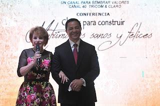 "Lucía Medina auspicia conferencia ""Claves para construir matrimonios sanos y felices""."