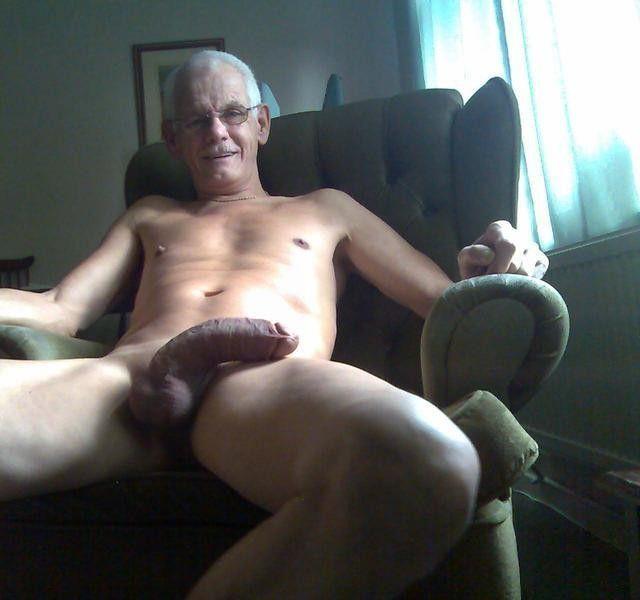 Amateur tranny sucking a dick