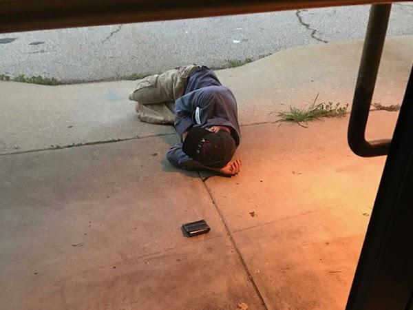 Con la esperanza de encontrar a su mascota, este hombre durmió afuera de la perrera