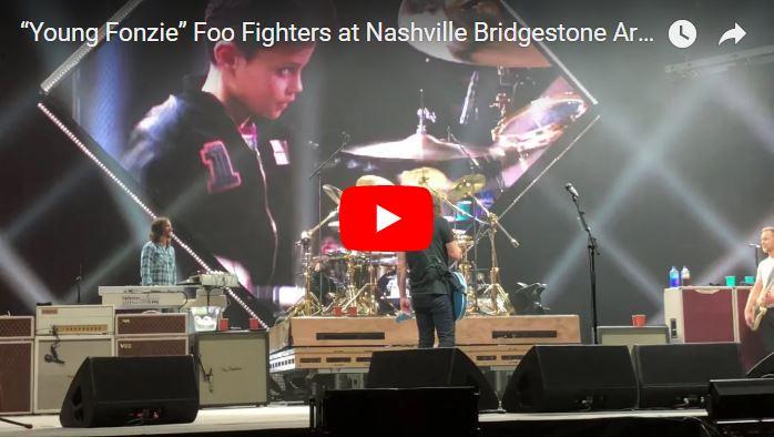 Niño venezolano se monta en el escenario a tocar batería con los Foo Fighters