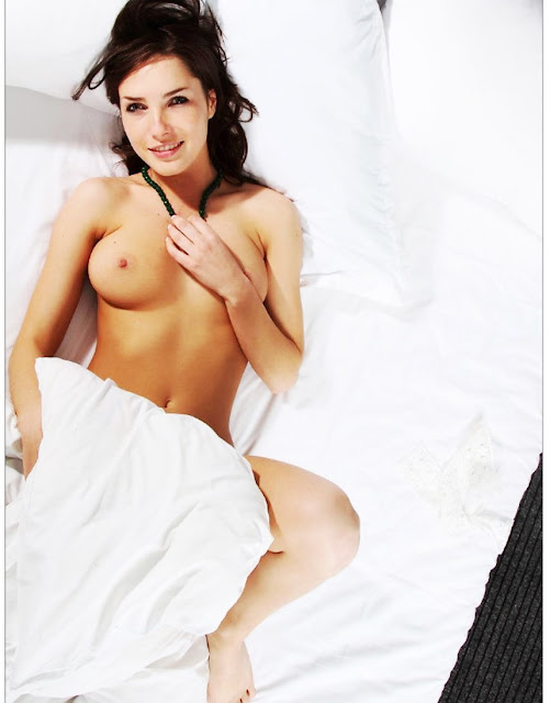 Фото эротика www.eroticaxxx.ru Сильно волосатая писечка молодой девушки (18+ ЭРО фотографии)