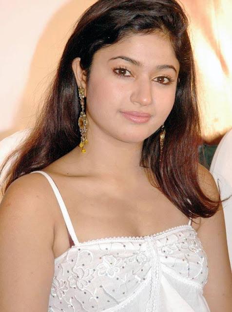 Poonam Bajwa Kannada Actress Biography Hot Photos