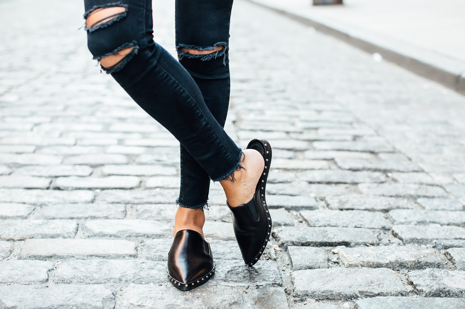 how to wear slides, how to have capsule wardrobe, easy fall outfit ideas