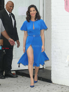 Olivia-Munn-at-Proactiv-Pop-Up-Experience-5+%7E+SexyCelebs.in+Exclusive.jpg