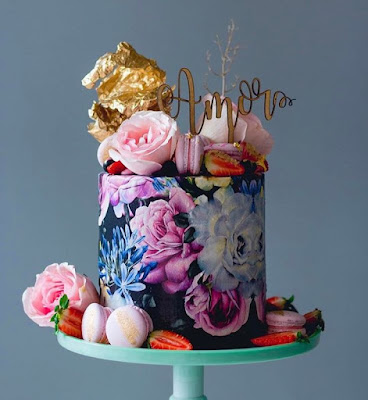 K'Mich Weddings - wedding planning - wedding cake ideas - water color cake with sugar flowers - instagram