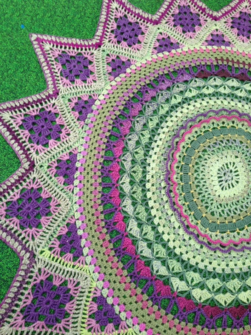 OVAL MANDALA WRAP/THROW