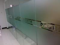 Tư vấn thiết kế thi công dán kính mờ cho văn phòng đep