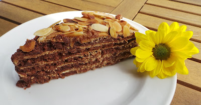 https://sandyskitchendreams1.blogspot.de/p/mandel-baiser-torte-mit-kaffe.html