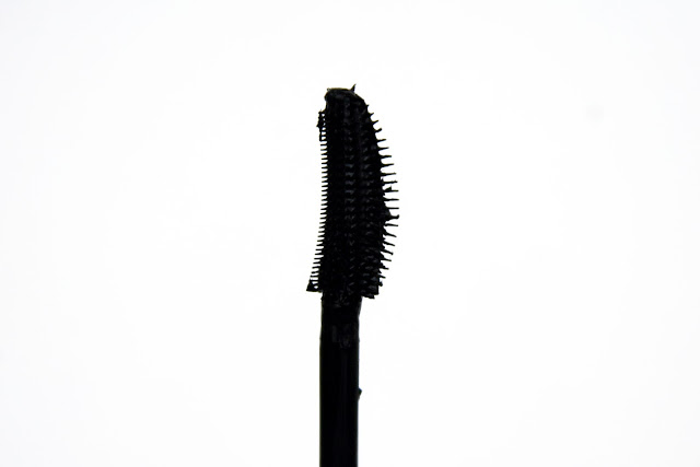 d884abeddd2 The Maybelline Lash Sensational Mascara has a curved, plastic bristled wand  (similar to the Rimmel XX-treme Scandal Eyes Mascara). The curved shape is  meant ...