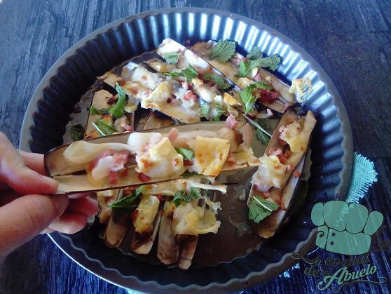 Receta: Navajas gratinadas con jamón y queso San Simón da Costa