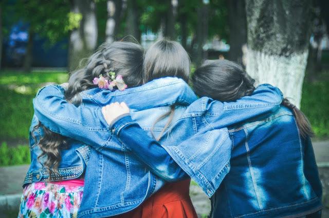 O perigo das más amizades, A influência negativa dos amigos, a influencia das más companhias, amizade com não cristãos, amizade com descrentes, Blog para garotas cristãs, por Milene Oliveira