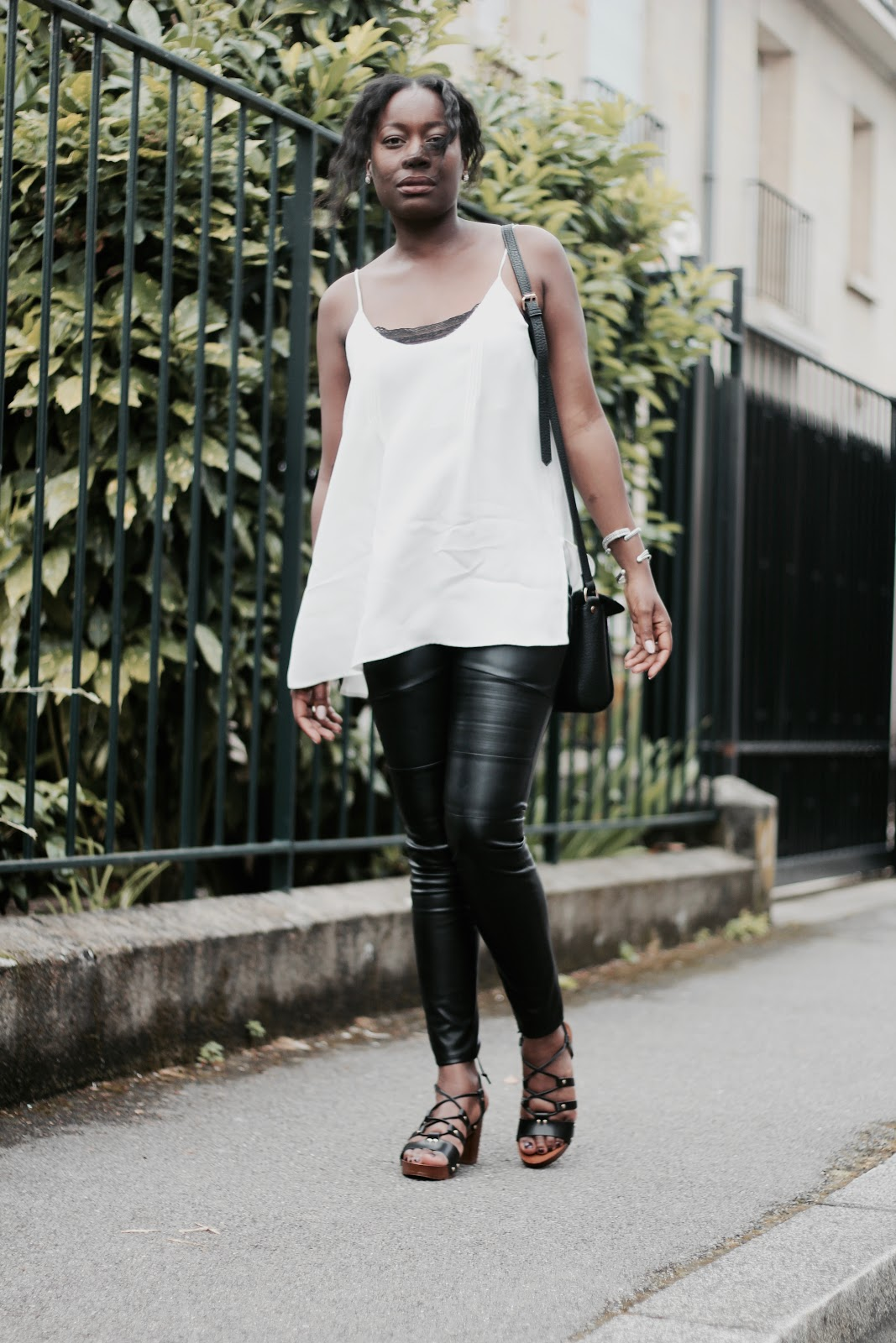 noir-blanc-fashion-blogger-blog-mode-dentelle-lingerie-simili-cuir