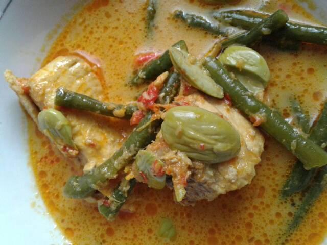 Coconut Curry Tuna Long Beans
