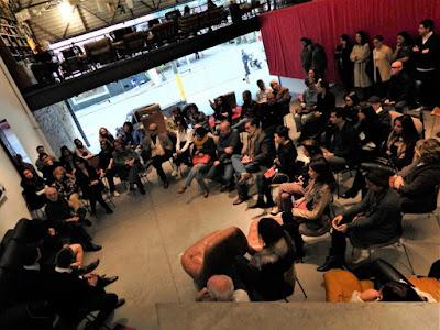 A Loja Teo foi convertida numa sala de aula: aula magna.