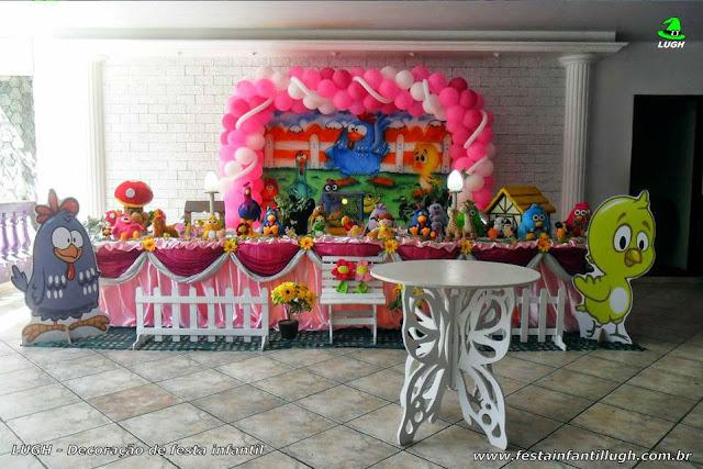 Mesa decorada com a Galinha Pintadinha para festa de aniversário infantil - Barra - RJ