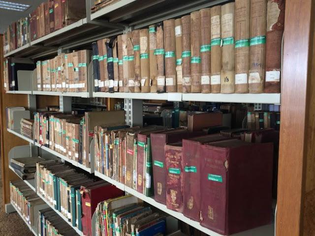 Hasil gambar untuk koleksi kuno perpustakaan grhatama