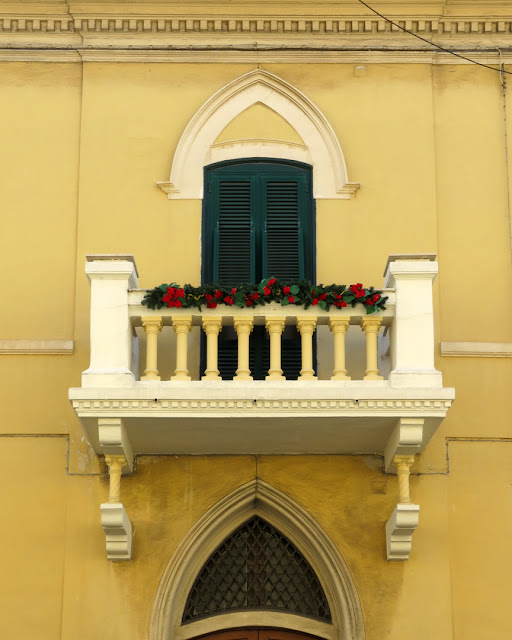 Balcony with Christmas decorations, Borgo dei Cappuccini, Livorno