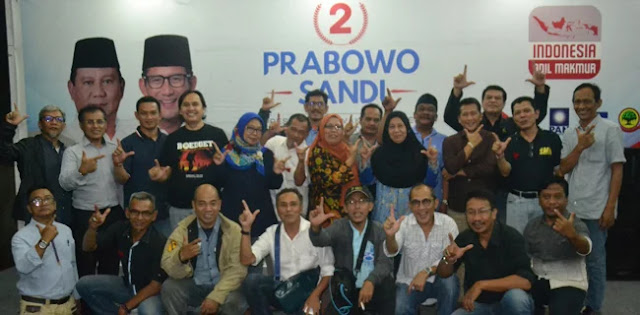 Lewat Jalan Sehat, Prabowo-Sandi Dapat Dukungan Alumni SMA Se-Jakarta