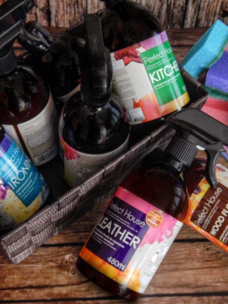 4 barwa perfect house kosmetyki do pielęgnacji domu porady na wiosenne porządki perfumowana woda do prasowania recenzja melodylaniella płyn do mycia podłóg specyfiki do mebli do czyszczenia do sprzątania skóry