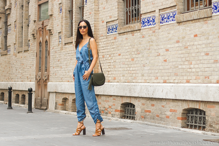Blogger influencer con ideas de look con mono