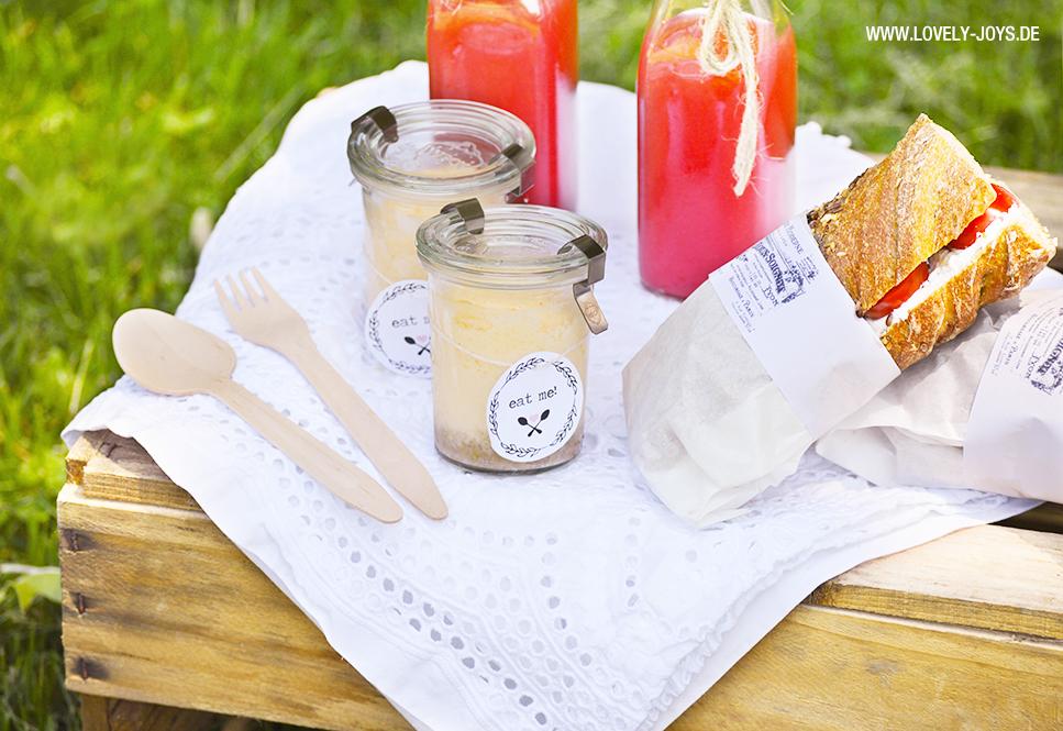 Weinkisten Picknick Rezepte Cheesecake, Limonade, Salat und Sandwich