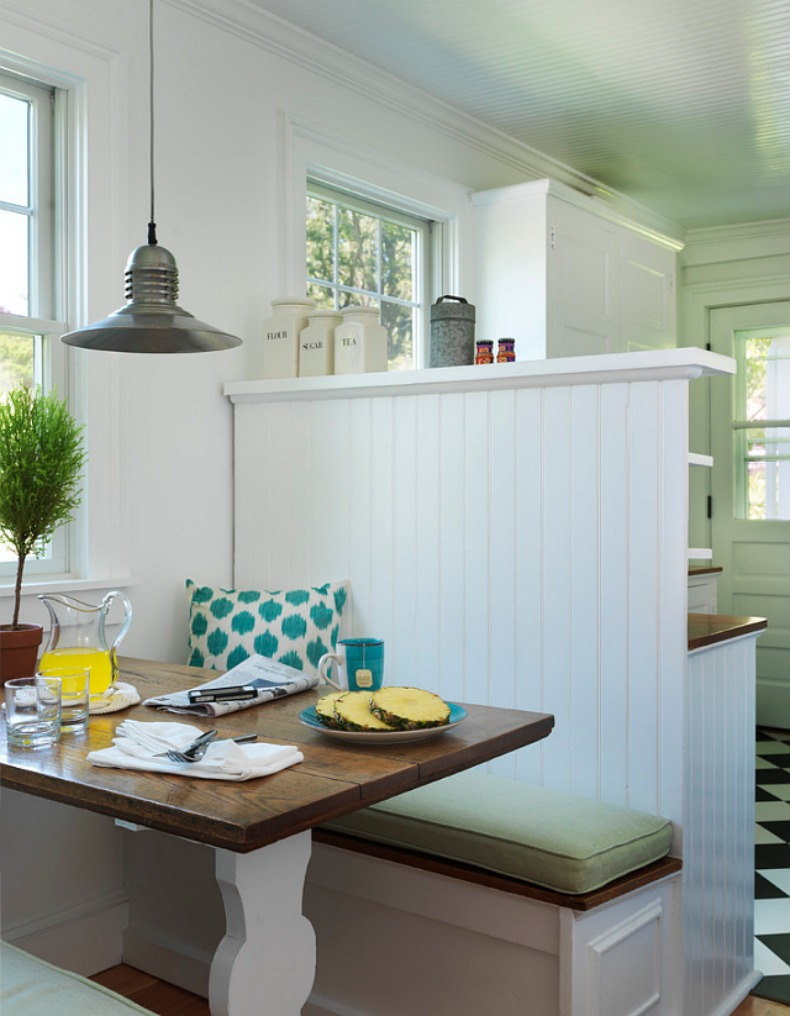 Coastal breakfast nook