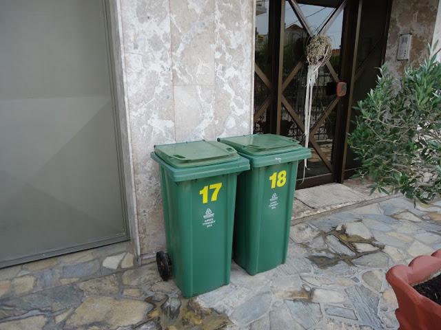 Ατομικούς κάδους απορριμμάτων μοίρασε ο Δήμος Τυρνάβου
