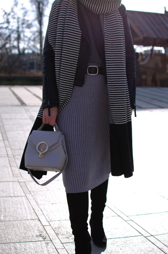 #winterlook #winterstyle #wooleskirt #fashion #inspiration #badura #dlugiekozaki #spódnicazimą #zimowastylizacja #maxiscarf #longscarf #topshopskinjacket