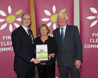 Cllr. Kieran Dennison presents Fingal Cleaner Community Award