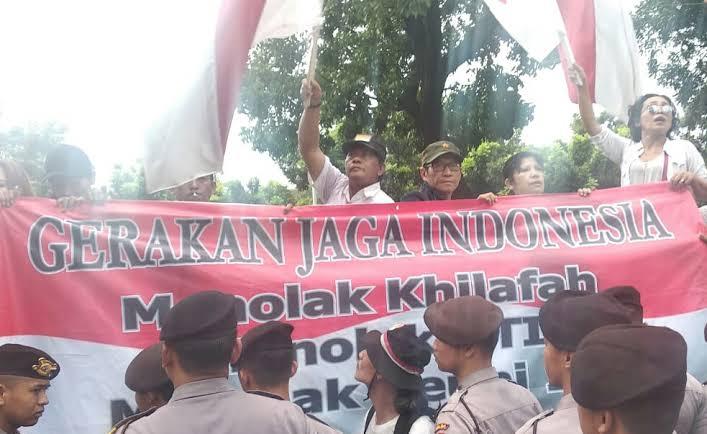 Mau Tandingi Aksi Munajat 212, Pendukung Jokowi Malah Bubar Karena Hujan