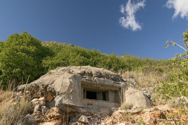 Playa de Gjipe, bunker - Himara, Albania por El Guisante Verde Project
